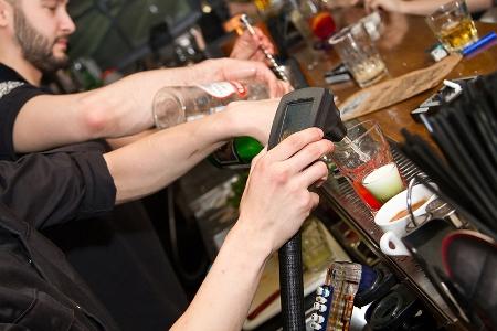 Воровство в баре